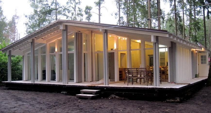 дома из стекла и дерева